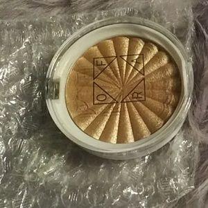 🌑FREE🌑 Shimmer highlighter makeup